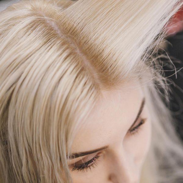 efekt naturalnego rozjaśnienia włosów