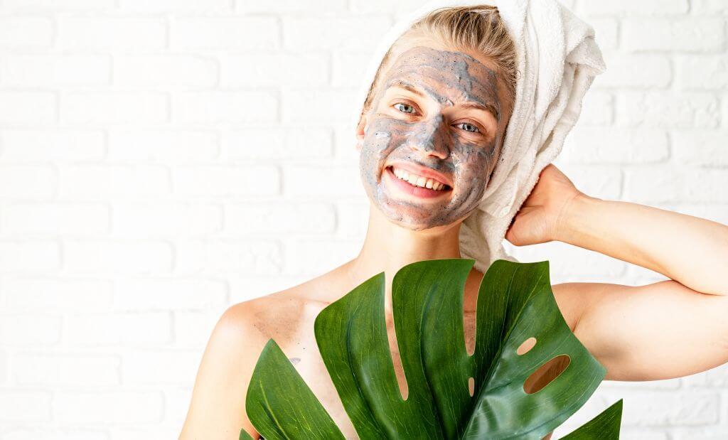 Maseczka na twarz z zielonej glinki.