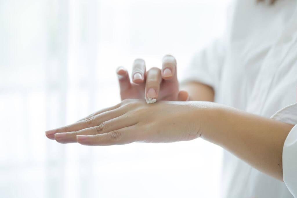 Jak pielęgnować suchą skórę - poradnik